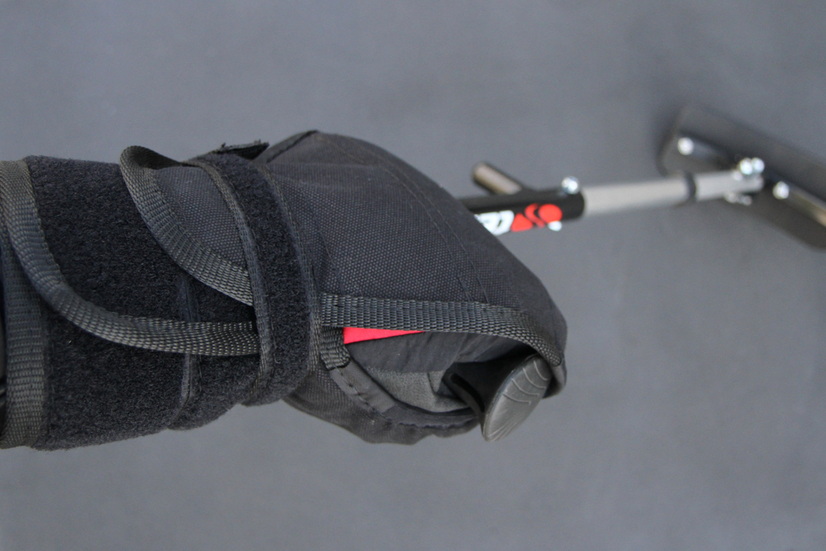 Fix'Hand'Ski gloves to fix hand on outriggers